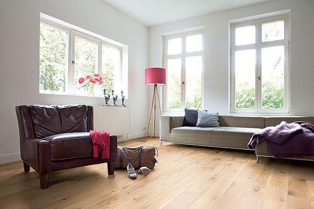 Schön heller, freundlicher Raum mit tollem Holzboden